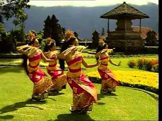 tari pendet Bali | wonderful Indonesia