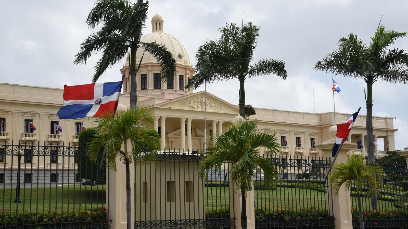 Danilo Medina designa miembros Consejo Nacional Competitividad y crea Consejo Consultivo