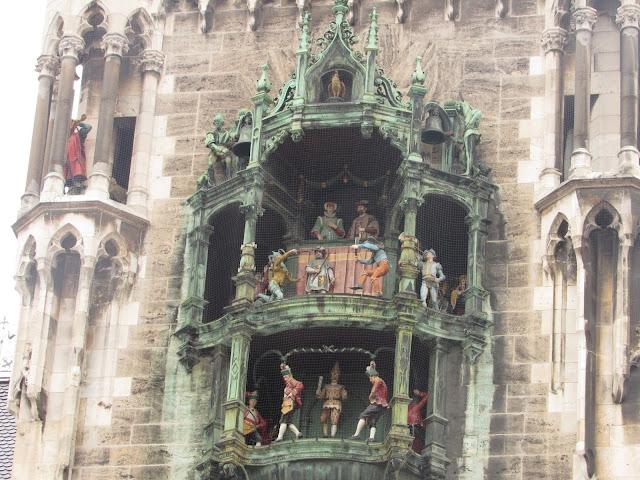 Glockenspiel, o carrilhão da nova prefeitura O que ver em Munique Alemanha