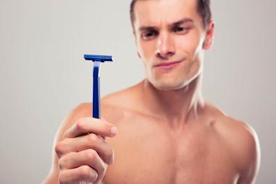 Não depilar genitais com gilete