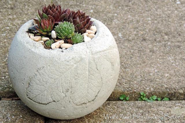 work and beads and beton betonkugel bepflanzen. Black Bedroom Furniture Sets. Home Design Ideas