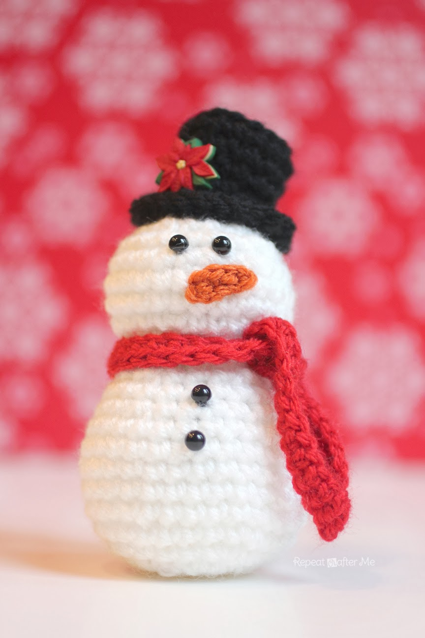 crocheted snowball wreath repeat crafter me
