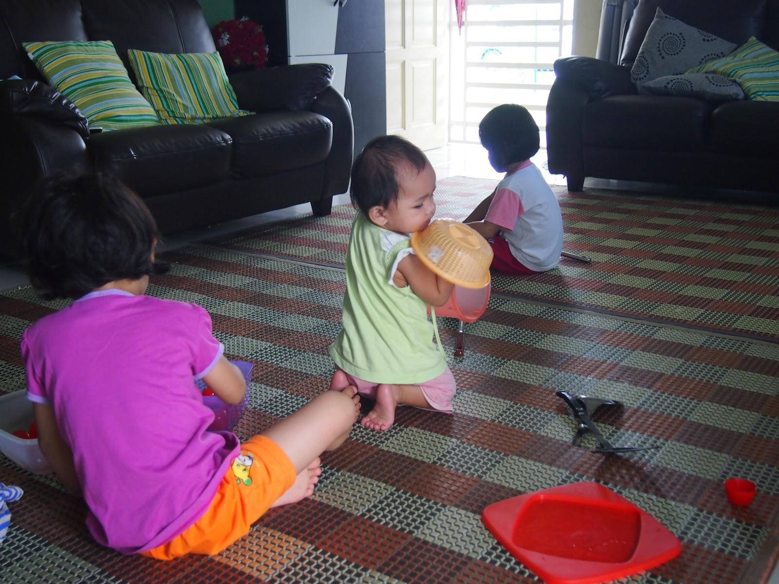 Inilah Aktiviti Anak Hujung Minggu Nie Habis Senduk Nasi Untuk Menggoreng Sup Sudu Tupperware Kecik Besar Dan Cawan Plastik