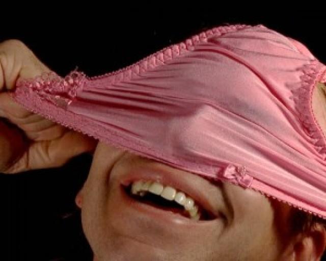 фото девушек нюхающих свои трусы