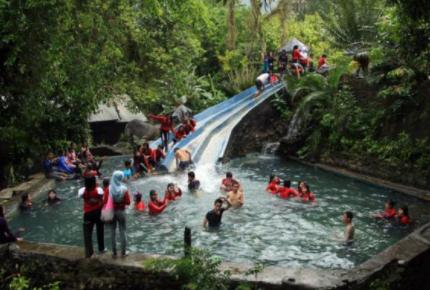 Hasil gambar untuk Pemandian Air Panas Sulili