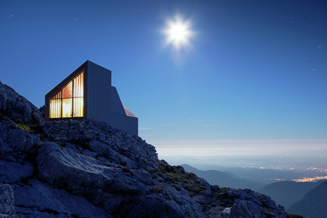 Bonita cabaña en las montañas