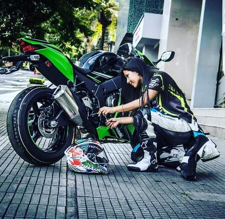 Hot Girl Sitting Along Kawasaki Haya Boosa Heavy Bike Biker Wallpaper