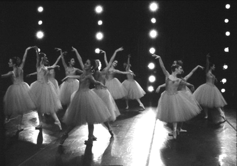 La Farandula A Class Of Ballet