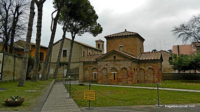 Fachada do Mausoléu de Gala Placídia em Ravena, Itália