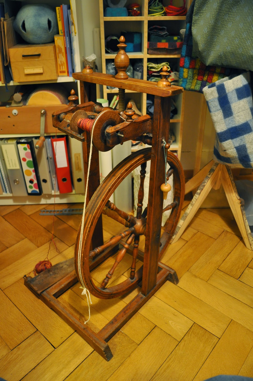 bin im garten spinnrad zu verschenken. Black Bedroom Furniture Sets. Home Design Ideas