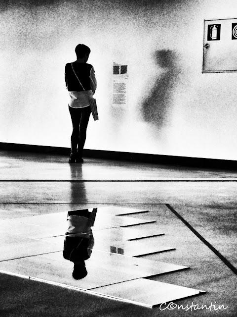 O aglomeratie aparentã în jurul omului singur - blog FOTO-IDEEA