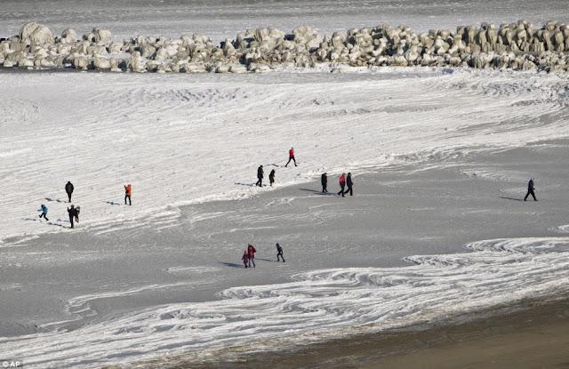 Constanța - Plimbare pe marea înghețata