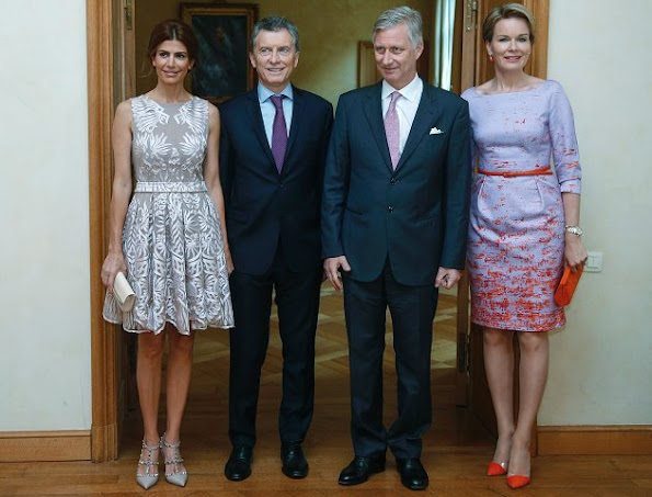 Queen Mathilde welcome President Mauricio Macri and Juliana Awada. Style, Fashions, wore dress, pumps, shoes