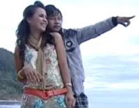 Gambar Ade AFI Feat Sara Sanduan - SMS Se