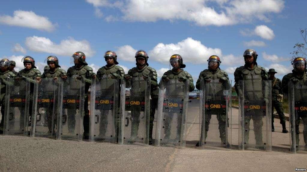 GNB cerró el paso en la frontera con Brasil y se prevé similar medida con Colombia / REUTERS