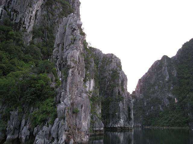 Top 3 most beautiful bays in Ha Long 2