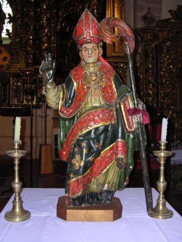 Imagen de San Blas sobre una mesa