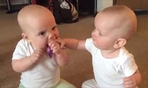 Twin Babies Fight – FUNNY VIDEO