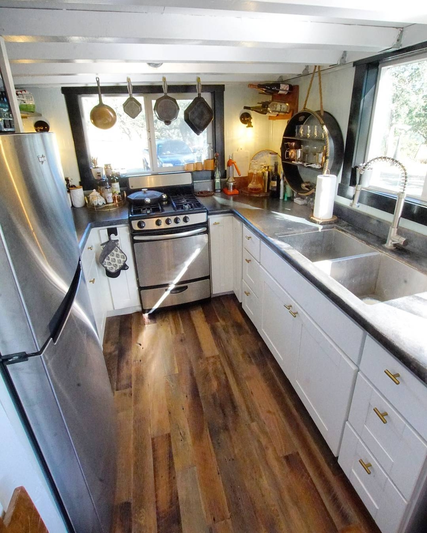 04-Kitchen-Joshua-Shelley-Engberg-Cut-Excess-Architecture-with-a-Tiny-House-on-Wheels-www-designstack-co