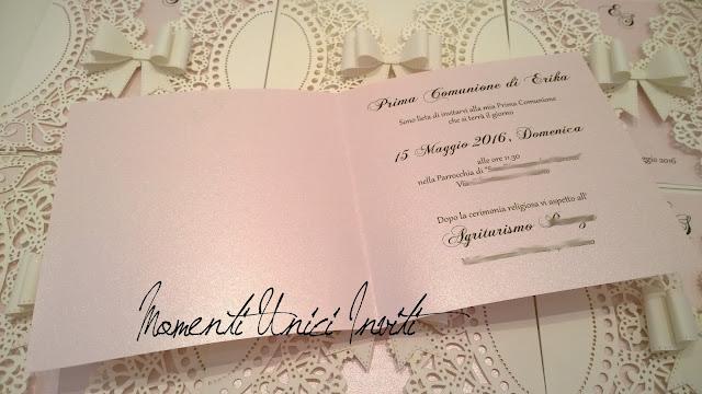 ro6 Gli inviti e il Guest Book in coordinato per la Prima Comunione di ErikaBiglietti d'invito - Prima Comunione Colore Bianco Colore Rosa Guest Book Partecipazioni intagliate Partecipazioni Pizzo pizzo