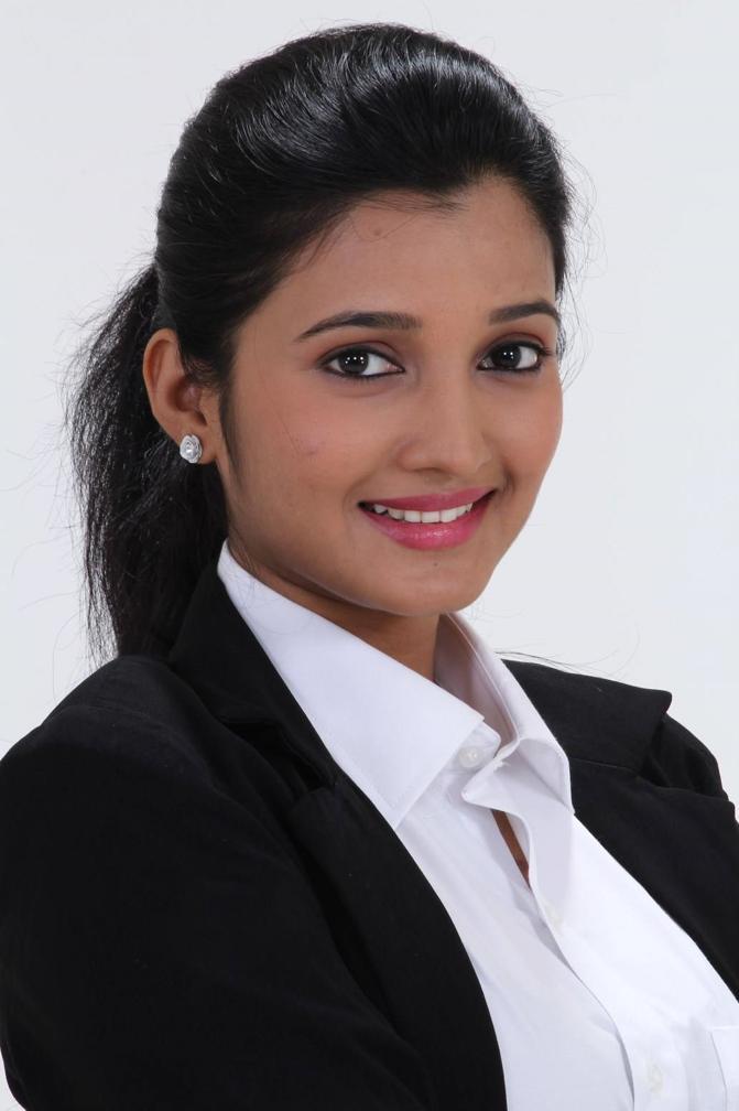 Beautiful Tamil Girl Deepthi Shetty Face Closeup Photos