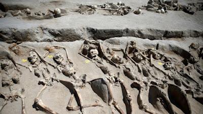 fosa común con restos humanos