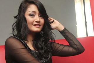 Biodata Siti Badriah pemeran Cinta