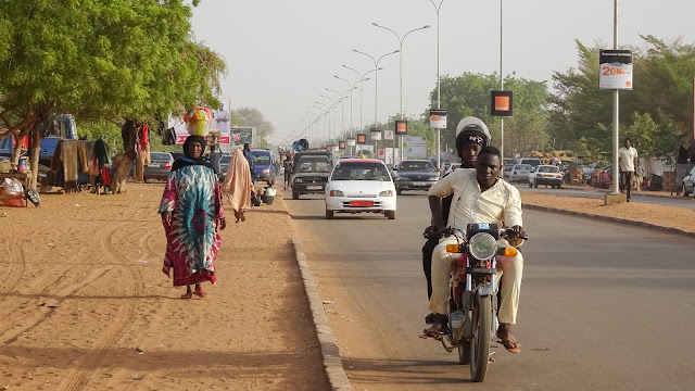 Niamey has sidewalks along the streets made of sand