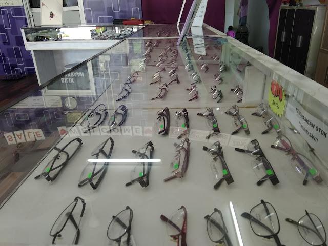 koleksi cermin mata, kedai cermin mata, optometrist