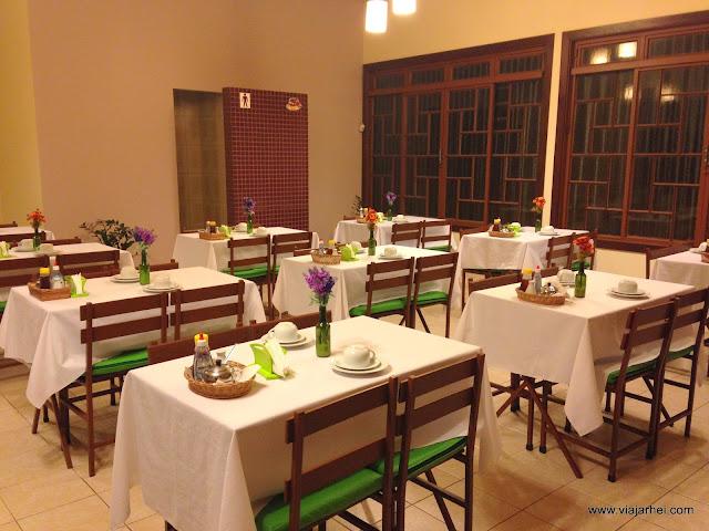 Gostosa servindo no restaurante cuzuda - 2 6
