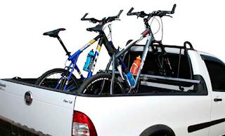 como transportar bicicletas na caçamba do veículo