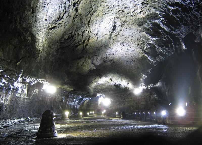 كهوف الحمم البركانية التي لم تشاهدها من قبل في صور مذهلة جداً !