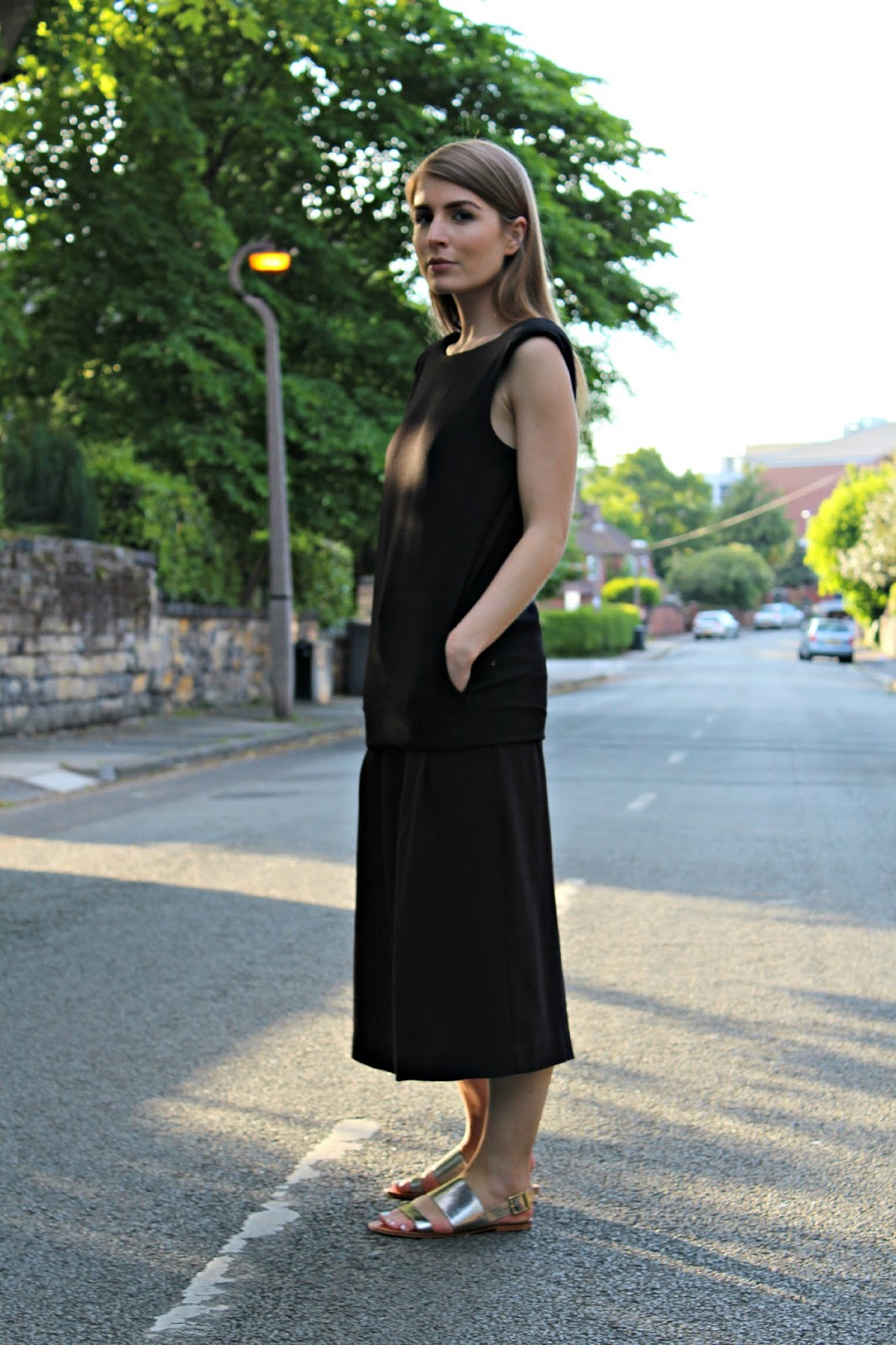 81f12777a59 Style Trunk   Outfit  Black Shift Dress over Culottes