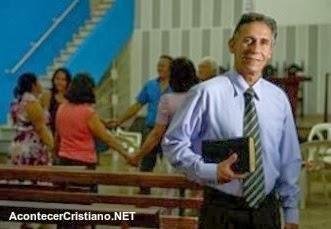 Pastor César Peixoto realiza liposucción divina