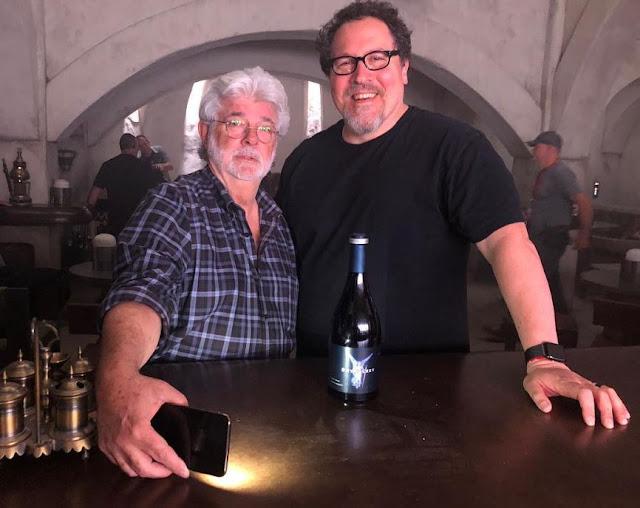 Джордж Лукас прибыл на съемочную площадку сериала «Звездные войны»