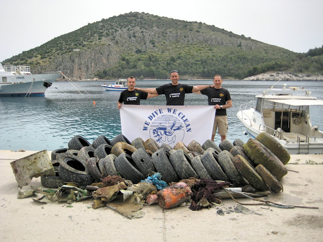 Περισσότερο από 2 τόνους στερεά απόβλητα ανέσυραν δύτες του  Loutraki Divers από το λιμάνι του Τολού