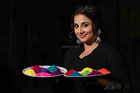 Vidya Balan Playing Holi For Promoting Begum Jaan movie 5.JPG