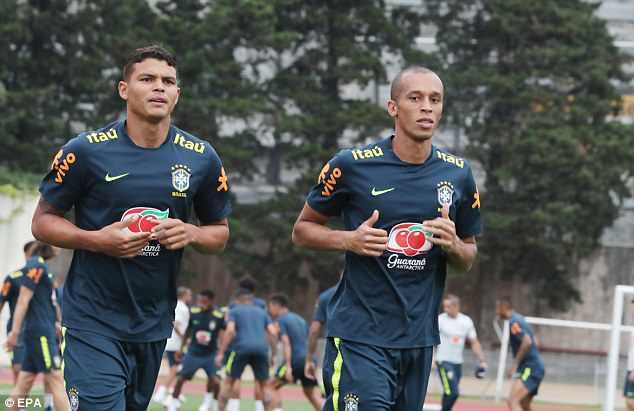 Neymar ăn vạ mua vui cho đồng đội 14