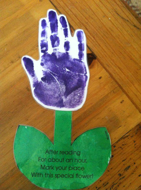 Idea to make flowers from paper handprint for kids 8
