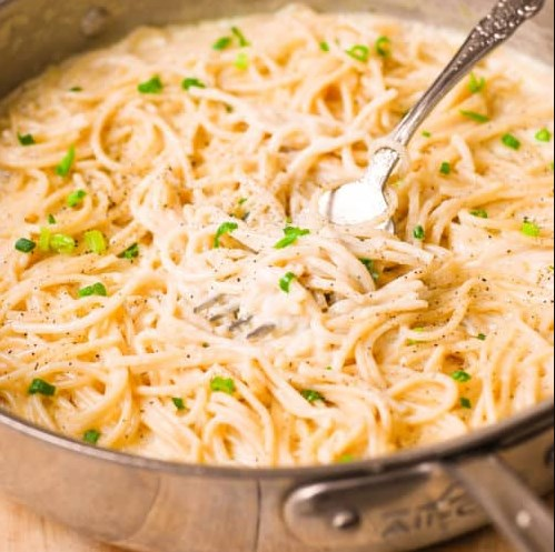 FOUR CHEESE GARLIC WHITE CREAM PASTA SAUCE #Dinner #Pasta
