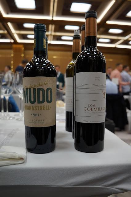 Relacja z Varsovino - wydarzenia promującego winiarstwo hiszpańskie.