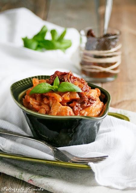 ostatki, śledzik, sałatka śledziowa, suszone pomidory w oliwie, daylicooking