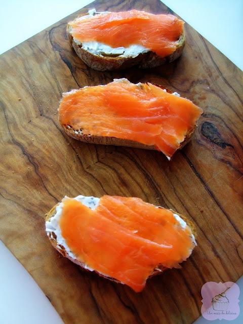 Toasts au saumon et au fromage, recettes en francais