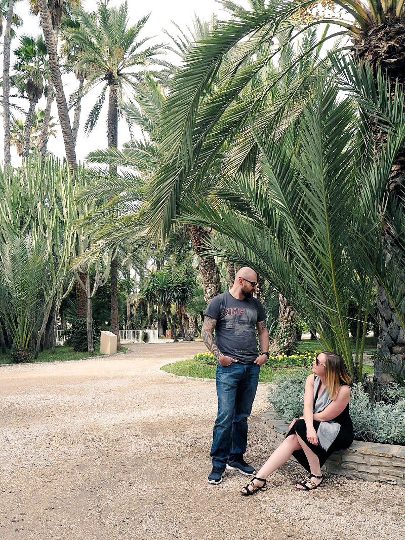 Couple in the Parc municipal de Elche