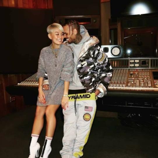 Agnez Mo Bercinta Dengan Chris Brown?