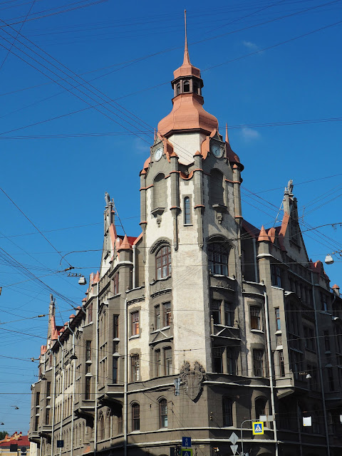 Дом в Санкт-Петербурге (House in St. Petersburg)