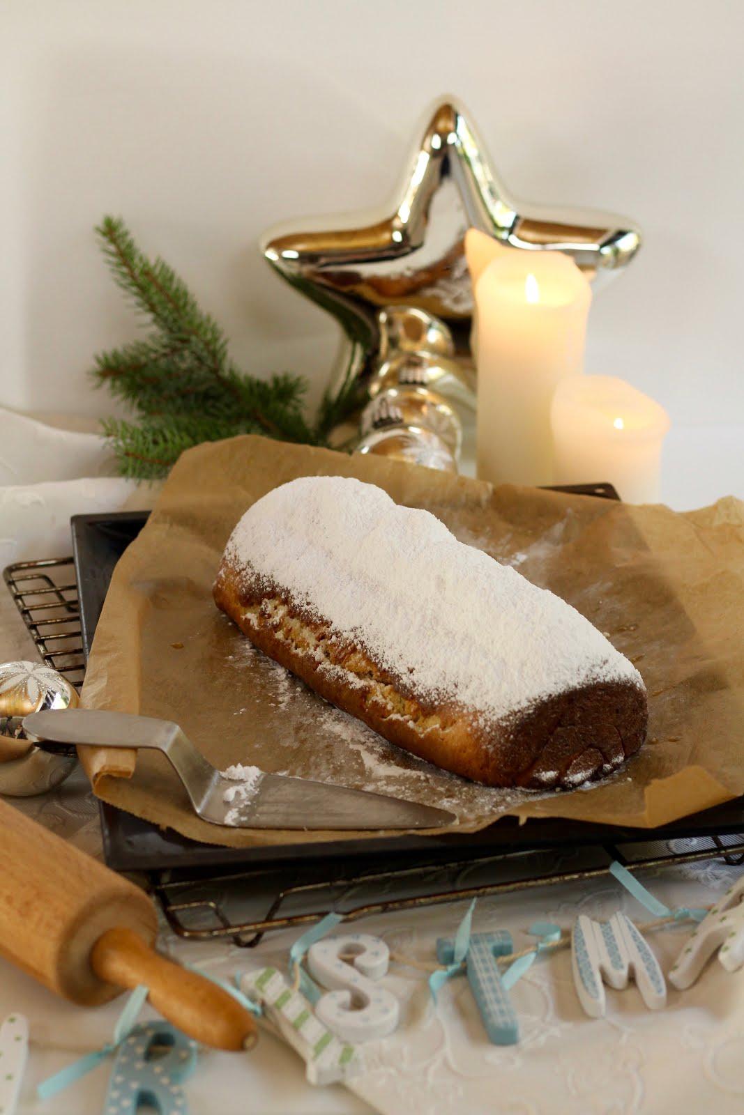 Christstollen mit Marzipan und Himbeerkonfitüre - Rezept und Video von Sugarprincess