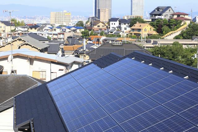 Paneles solares sobre un tejado
