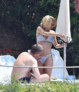 Gillian Anderson   OMG a Guy Molests Gillian Anderson and exposes her  on Beach OMG