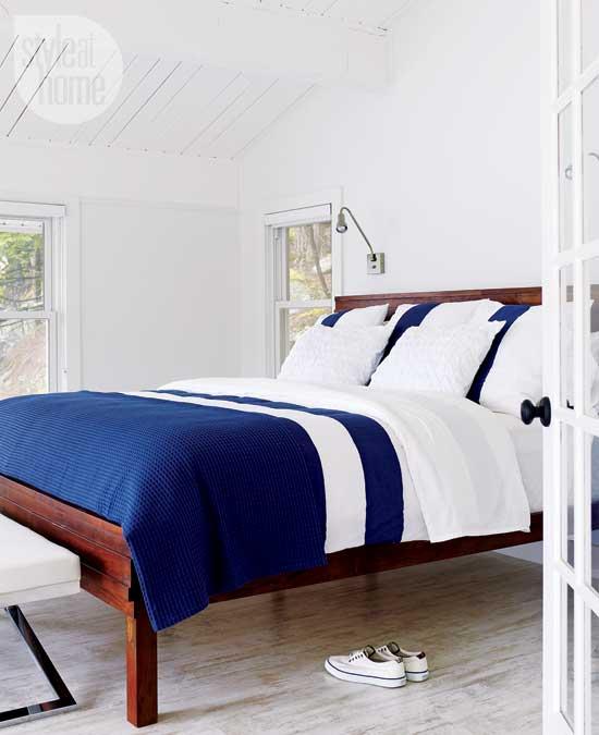 Dormitor in alb si albastru